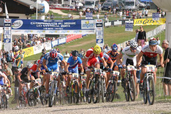 Les Gets 2004 - start juniorů, Schurter už vede :-)