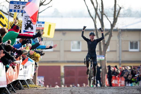 Emil Hekele vítězí!