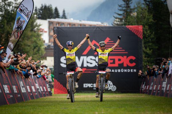 Lars Forster a Nino Schurter vítězí