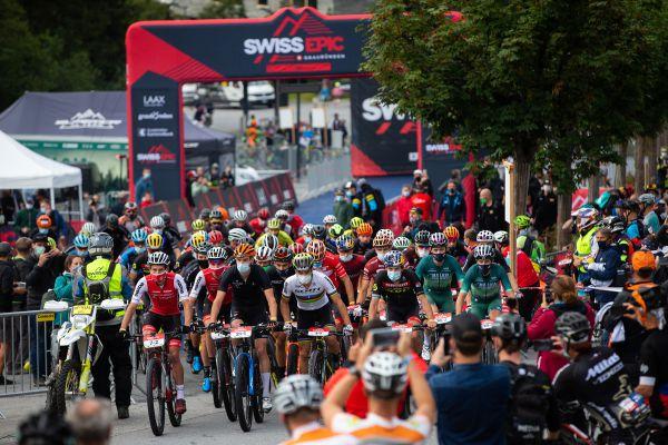 Start do úvodní etapy Swiss Epic 2020