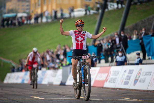 Ramona Forchini vyhrává závod žen