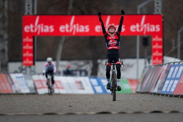 Michael Vanthourenhout vyhrává svůj první SP