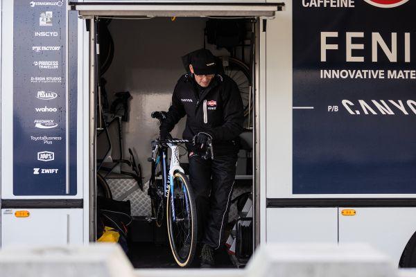 Adri van der Poel chystá kola pro své syny