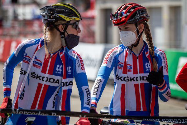 Albstadt '21 - juniors - Aneta Novotná a Karolína Bedrníková na startu vedle sebe