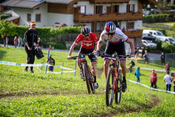Leogang '21 XCC - poslední kolo, Maja Wlszcz popohání Ondru