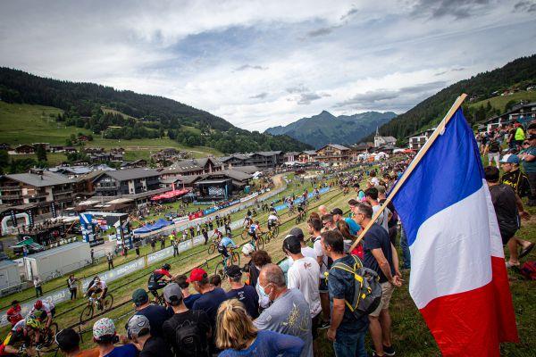 SP Les Gets 2021 - Konečně! Vlajky a diváci!