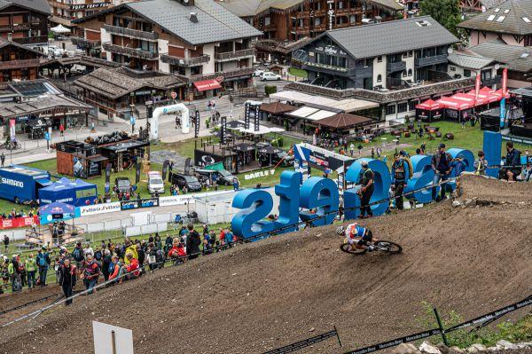SP Les Gets 2021 - Sam Jirouš ve fourcrossové pasáži