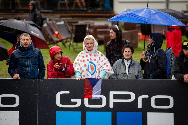 SP Les Gets 2021 - z nedaleké Tour dorazila hrstka fanoušků podpořit Čechy