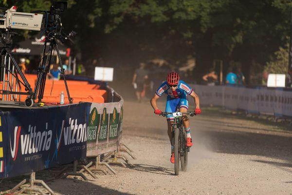 ME XCO 2021 - štafety - finišman Filip Konečný