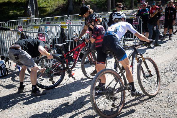 Defekt v posledním kole připravil Sinu Frei o bronz
