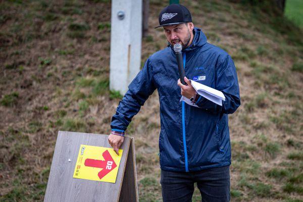 Michal Berka dává pokyny