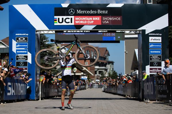 Martin Vidaurre Kossmann vyhrává závod do 23 let