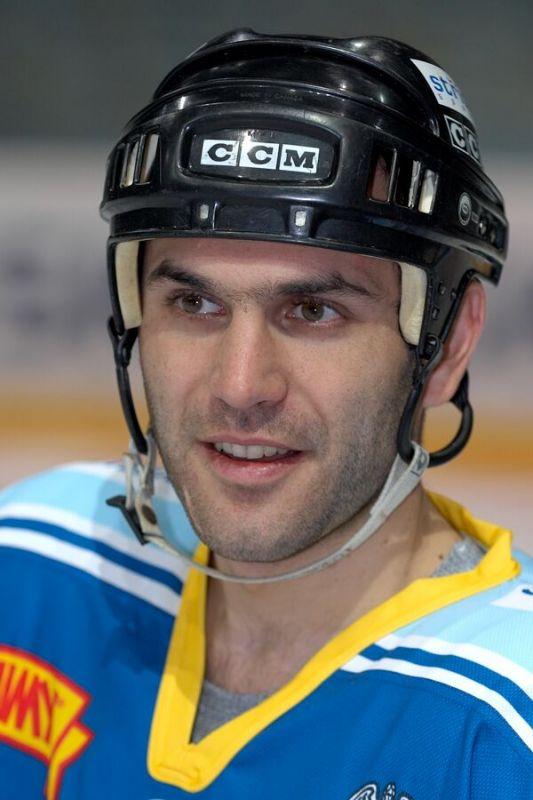 Radek D�t� - V�no�n� hokejov� z�pas mezi cyklisty a zam�stnanci pra�sk� Sazka Areny, 2006