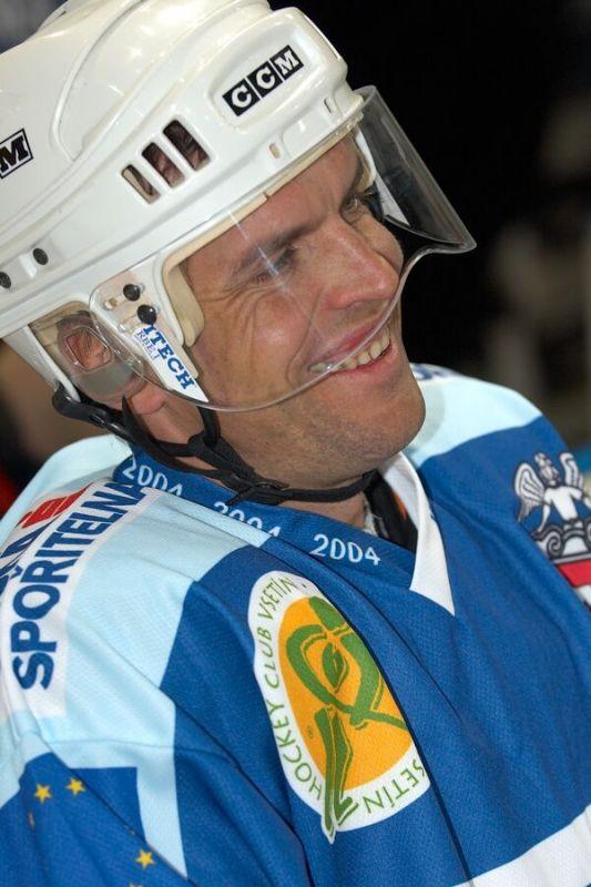Pavel Padrnos - Vánoční hokejový zápas mezi cyklisty a zaměstnanci pražské Sazka Areny, 2006