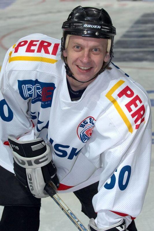 Jarom�r Friede - V�no�n� hokejov� z�pas mezi cyklisty a zam�stnanci pra�sk� Sazka Areny, 2006