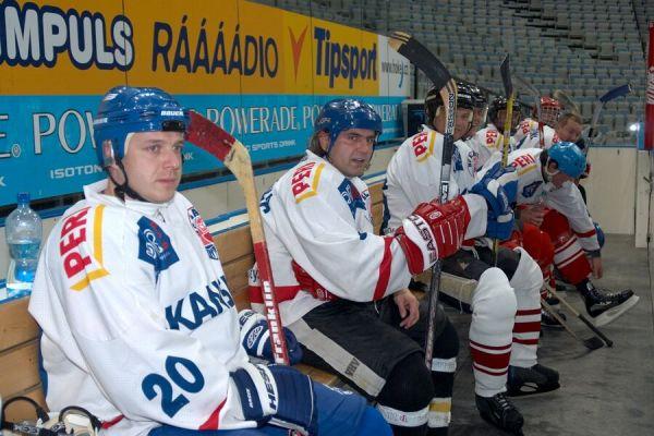 Vánoční hokejový zápas mezi cyklisty a zaměstnanci pražské Sazka Areny, 2006