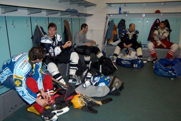 V�no�n� hokejov� z�pas mezi cyklisty a zam�stnanci pra�sk� Sazka Areny, 2006