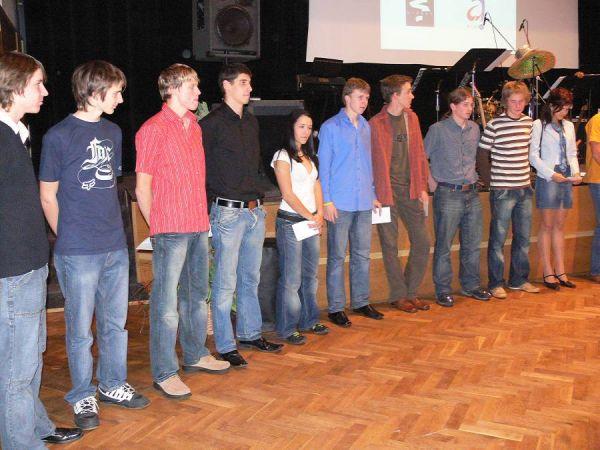 Do kola bez kola, 25.11.2006 Vimperk - ocenění bikeři vimperského gymnázia