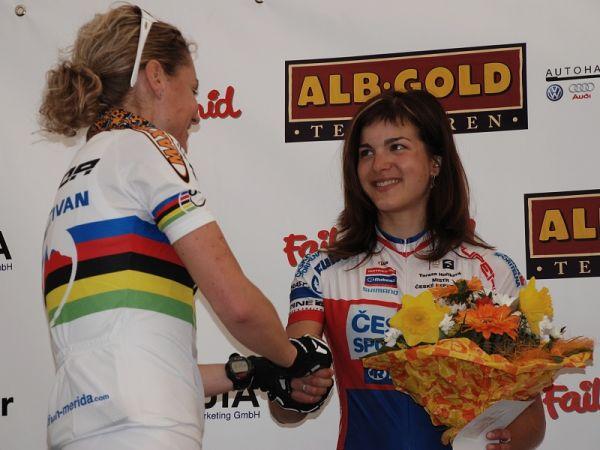 XC Munsingen 07 - Tereza Hu��kov�: gratulace od Gunn Rity Dahle