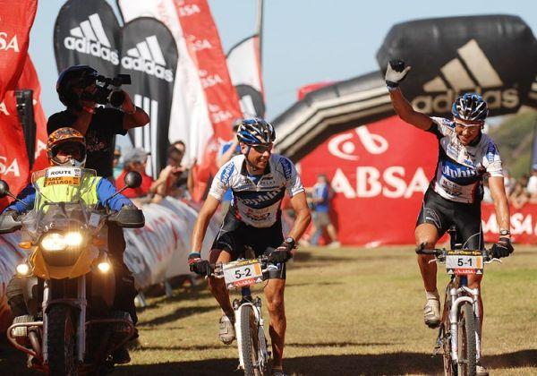 Cape Epic 2007 -  7. etapa, vítězové Brentjens a Van Houts, foto: Frank Bodenmüller/MTBSector.com