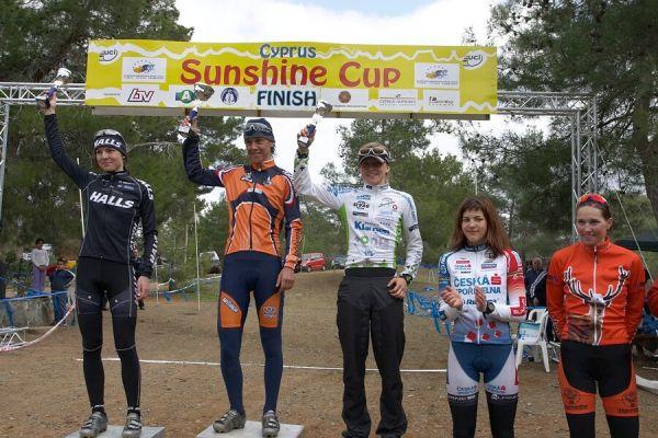 Sunshine Cup #2+ 3 + Afxentia Cup, Kypr 2.-4.3. 2007 - zleva: Wloszczowska, Vink, Osl, Huříková a Klemenčič