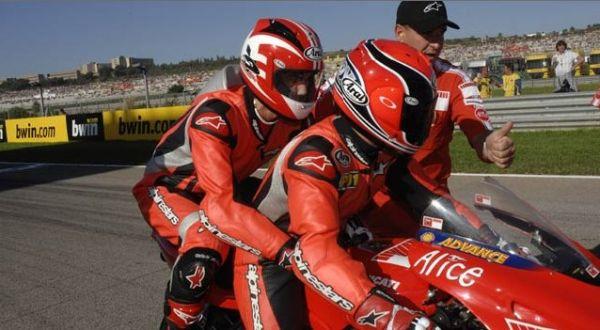 Matti Lehikoinen (G Cross Honda, FIN) a Randy Mamola na okruhu ve Valencii, foto: Alpinestars.com