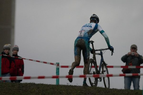 Mistrovství České republiky v cyklokrosu - 6.1. 2007 - Č. Lípa - I Petr Dlask hodně běhal