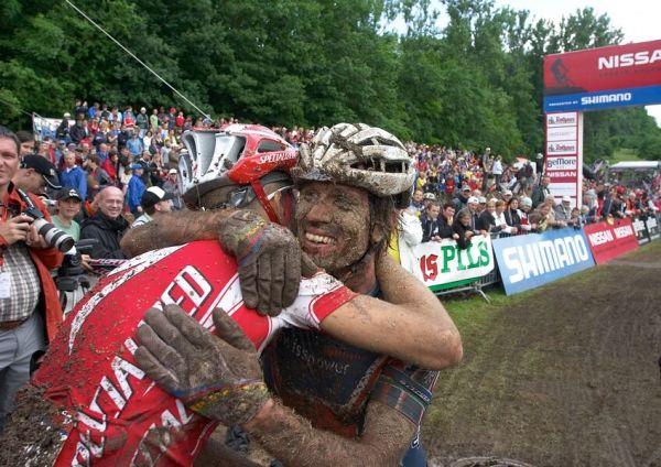Nissan UCI MTB World Cup XC #2 26.-27.5. 2007 - sedmý Frischknecht v objetí se Sauserem