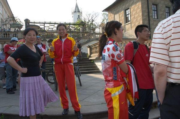 ČP XC No.1 Teplice 2007 - čínská repre před vyhlašováním vítězů