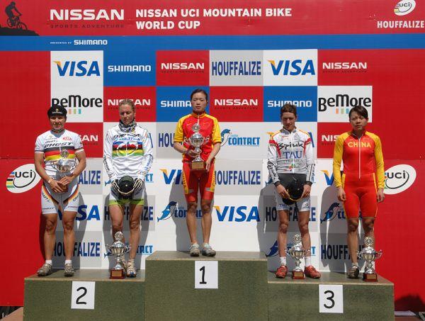 Nissan UCI MTB World Cup XC #1 Houffalize, 22.4.2007 - stupně vítězů ženy - Spitz, Dahle, Chengyuan, Fullana, Wang, foto: Frank/www.MTBSector.com