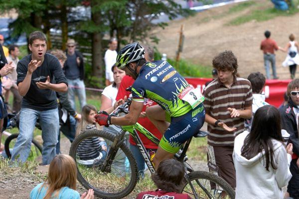 Nissan UCI MTB World Cup - Mont St. Anne, 23.6.'07 - Hermida hnán fanoušky