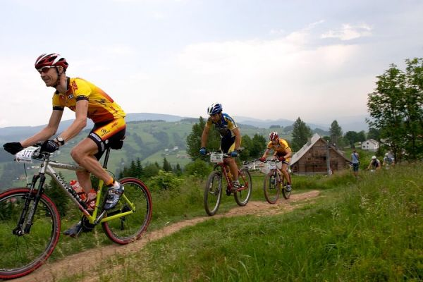 Beskidy MTB Trophy 2007 - 3. etapa 10.6. - Kaiser vede skupinku, druhý Hornych