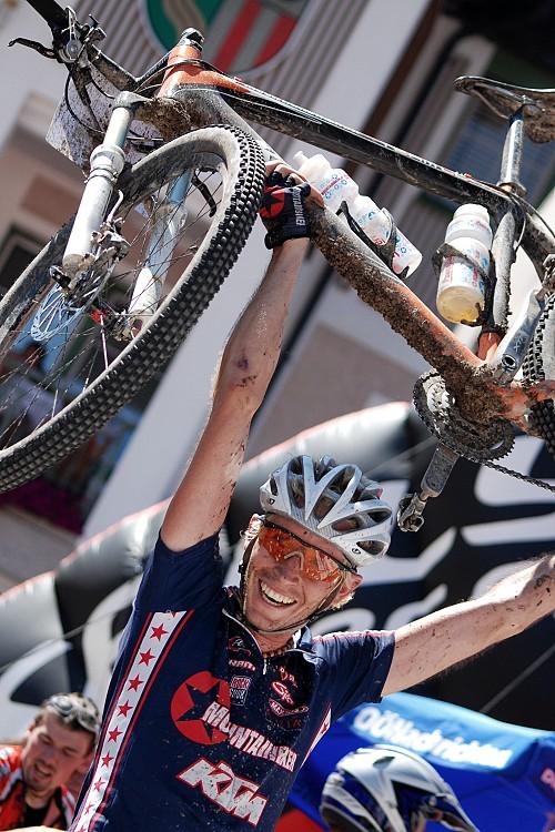 Salzkammergut Trophy 07 - Michael Binder vyhrává 109 km trasu