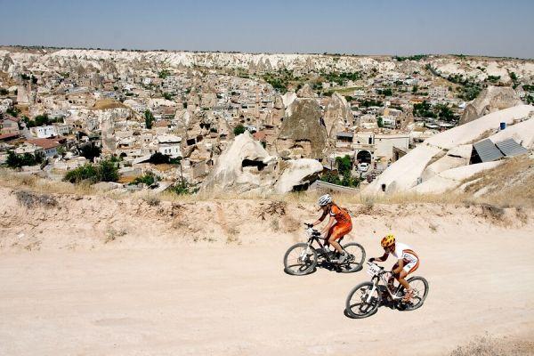 ME XC Cappadocia - Turecko 2007 - v pozad� m�ste�ko G�reme