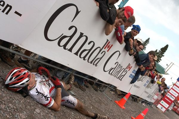 Nissan UCI MTB World Cup XC#5 - St. Félicien 1.7.'07 - Španěl Colomna v cíli padl vysílením