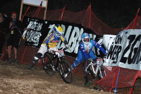 Nissan UCI MTB World Cup 4X #5 - Maribor 15.9. 2007 - Jana Hor�kov� v souboji s Melissou Buhl ve fin�le