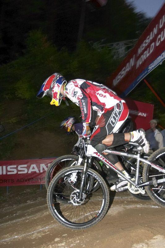 Nissan UCI MTB World Cup 4X #5 - Maribor 15.9. 2007 - Michal si metr po startu vytrhnul nohu z ped�lu