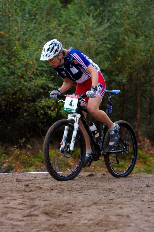 MS MTB 2007 štafety - Cecile Ravanel jela štafetu po boku svého muže
