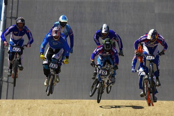 SP UCI BMX Supercross, 20.-21.8. 2007 Peking/Čína - s číslem 10. pozdější vítěz Donny Robinson