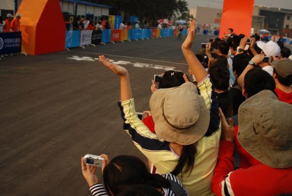 International Invitational MTB Competition - Peking, Čína 22.9. 2007, Sauser dojjíždí vítězně závod, foto: Patrick Dean
