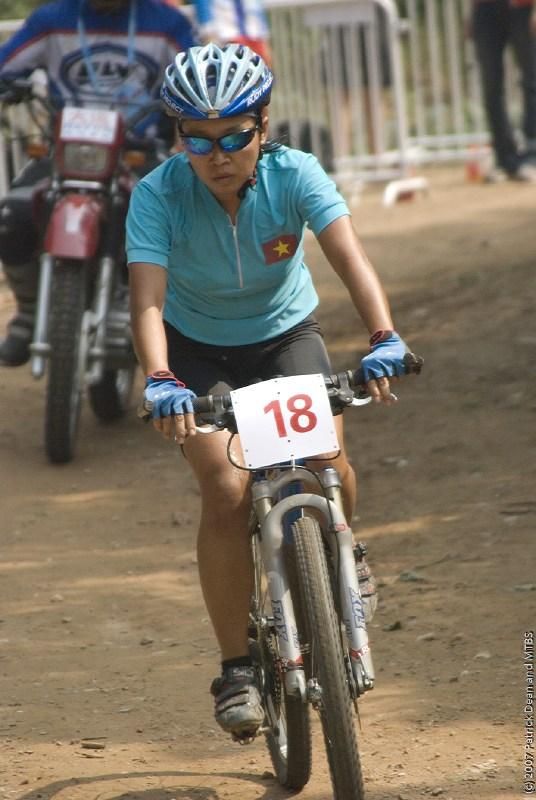 International Invitational MTB Competition - Peking, Čína 22.9. 2007, Hm tak odkud asi tato slečna je? foto: Patrick Dean